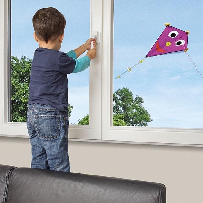 reer z mek na okna a balk nov dve e reer bezpe nost a l k rna malv pro mal i v t. Black Bedroom Furniture Sets. Home Design Ideas