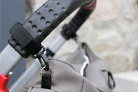 Hartan upevňovací systém pro tašku na rukojeť